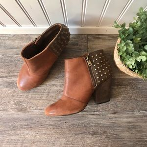 Jessica Simpson | Brown Leather Casino Boots